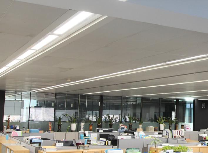 projecteur-TERA-eclairage-commerces-bureautiques