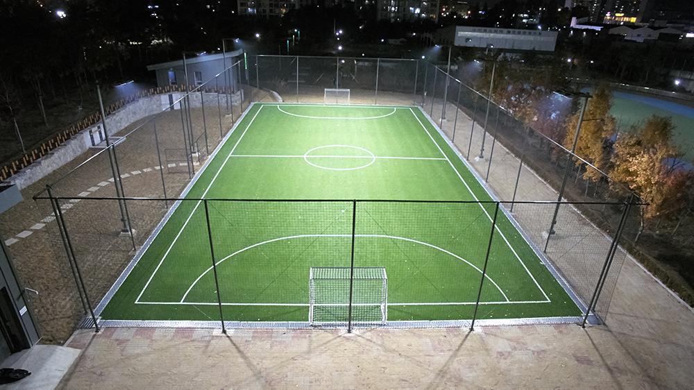 projecteur-mor-eclairage-sportifs-et-grands-espaces